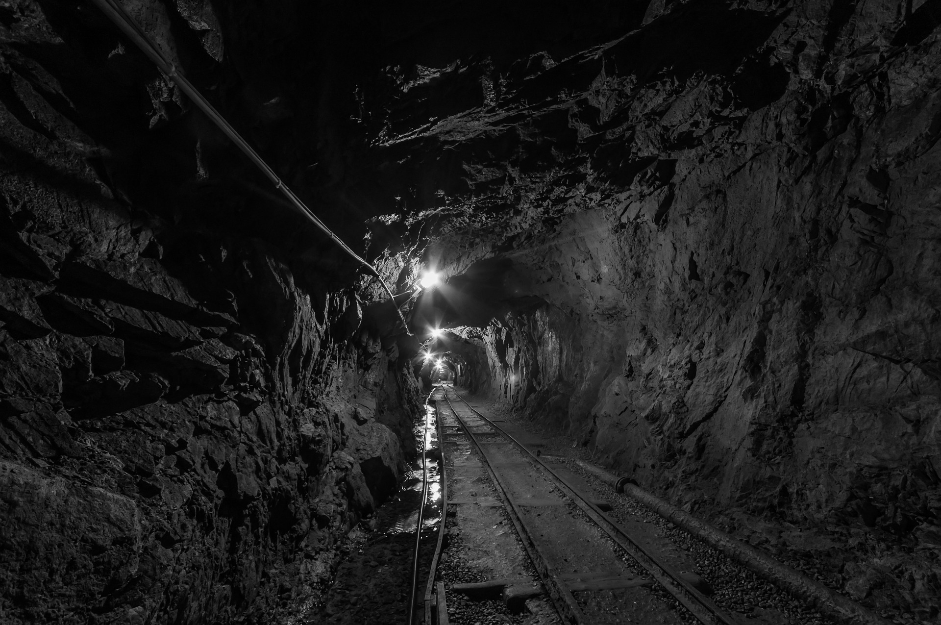 tunnel-957963_1920